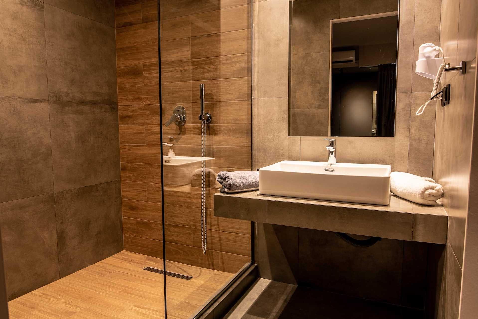 play-room-suite-bathroom