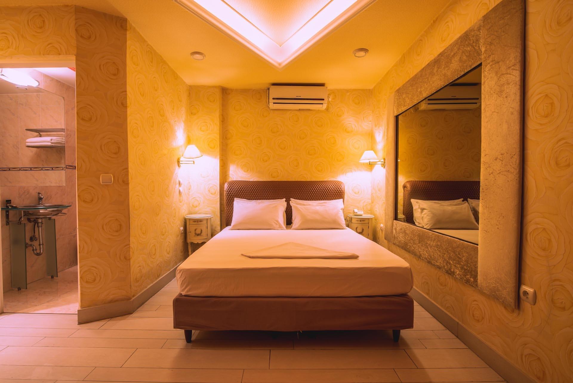 Το δωμάτιο Economy Room 3 στα Ruby Rooms στην Κηφισιά και τα Βόρεια Προάστια. €15 ημιδιαμονή.