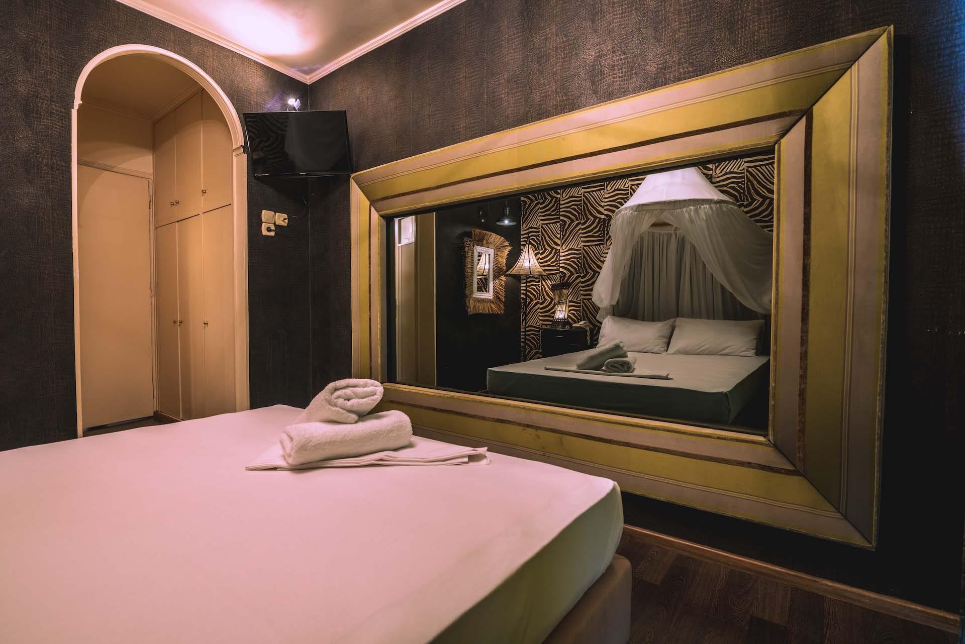 Το δωμάτιο Fantasy Room 110 στα Ruby Rooms στην Κηφισιά και τα Βόρεια Προάστια. €30 ημιδιαμονή.