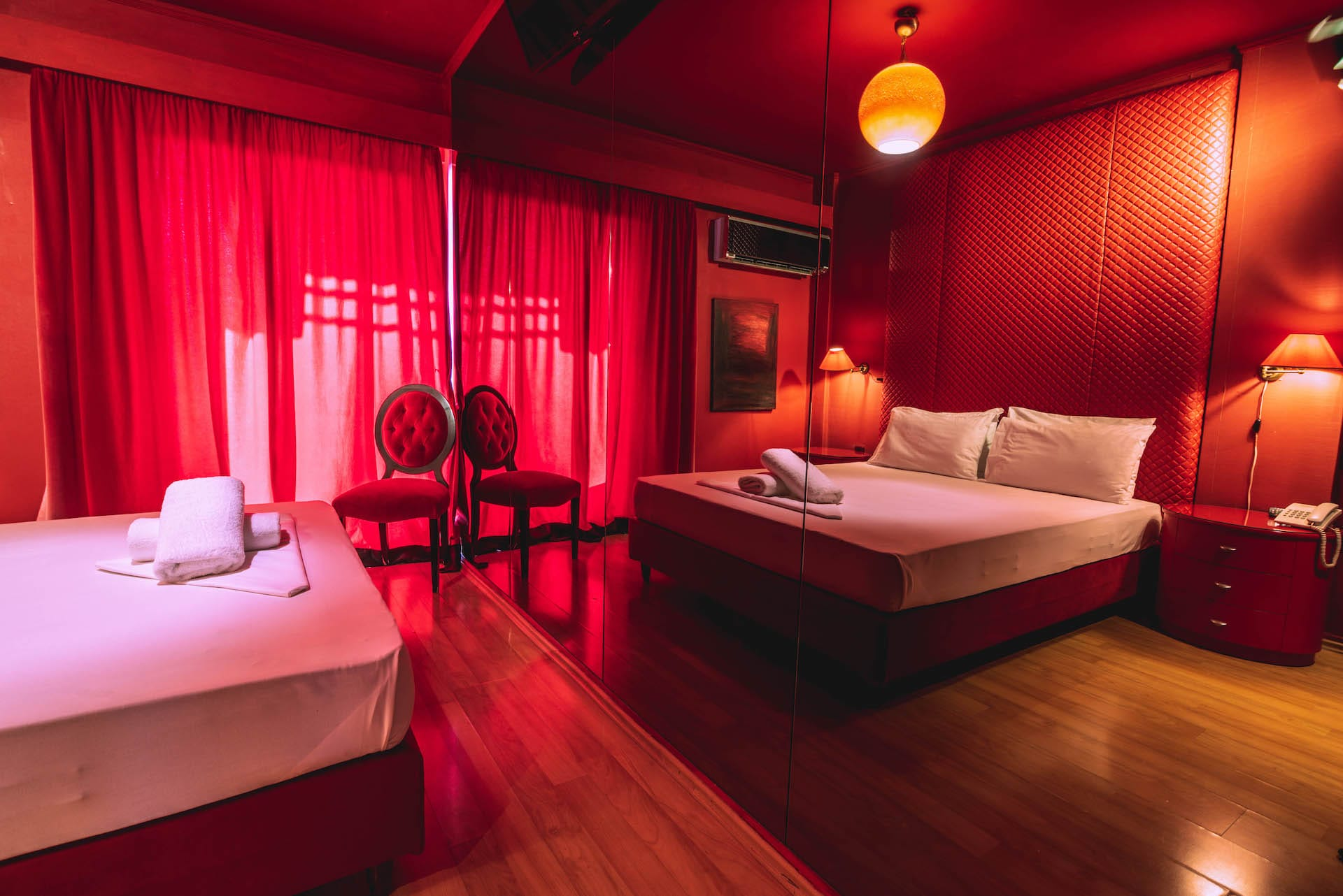 Το δωμάτιο Urban Room 107 στα Ruby Rooms στην Κηφισιά και τα Βόρεια Προάστια. €25 ημιδιαμονή.